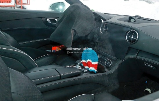 mercedes-benz-sl-facelift-spied-up-close-and-inside-photo-gallery_10