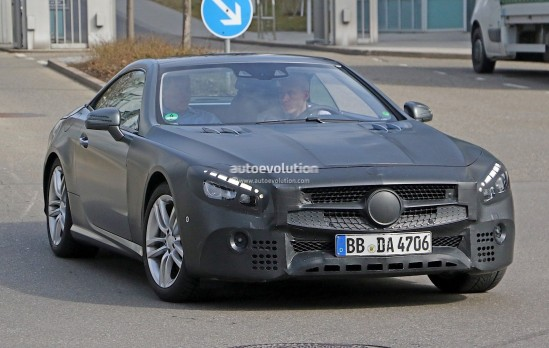 mercedes-benz-sl-facelift-spied-up-close-and-inside-photo-gallery_2
