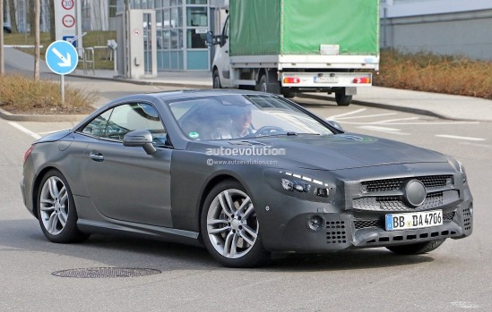 mercedes-benz-sl-facelift-spied-up-close-and-inside-photo-gallery_3